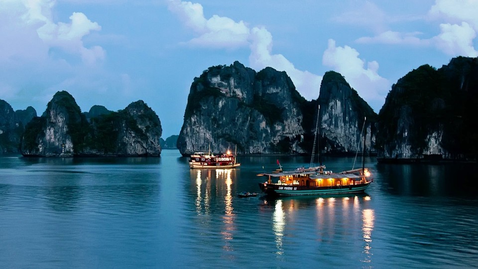 Vietnam-Halong-Bay-Night-View