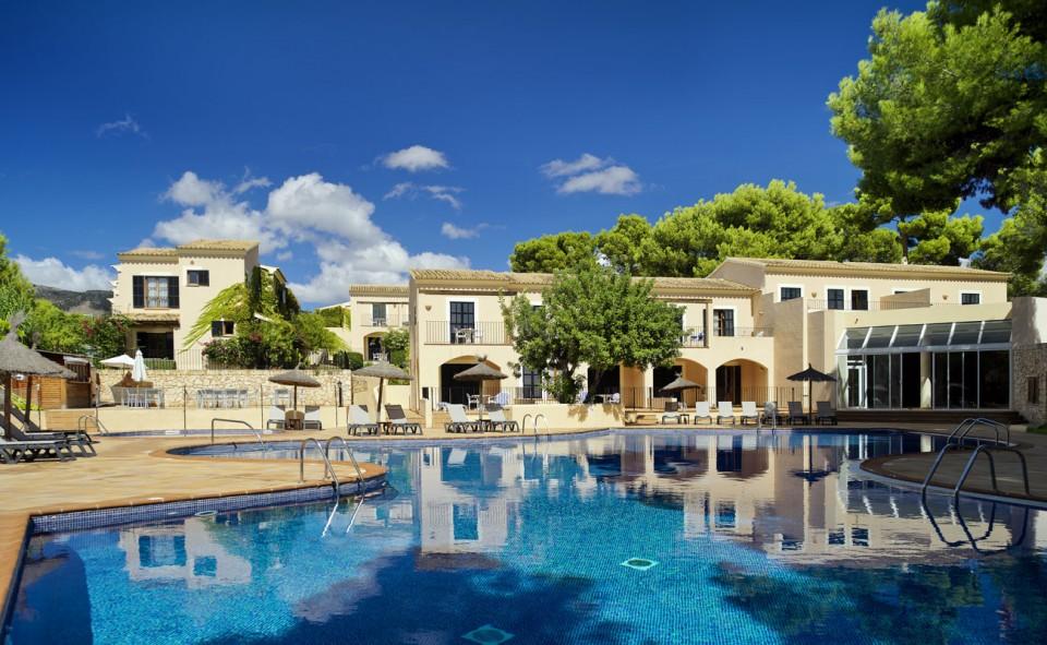 Vista general de las Suites Ducal y la piscina